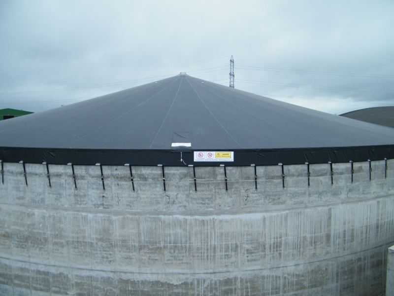 Cover fitted to concrete tank
